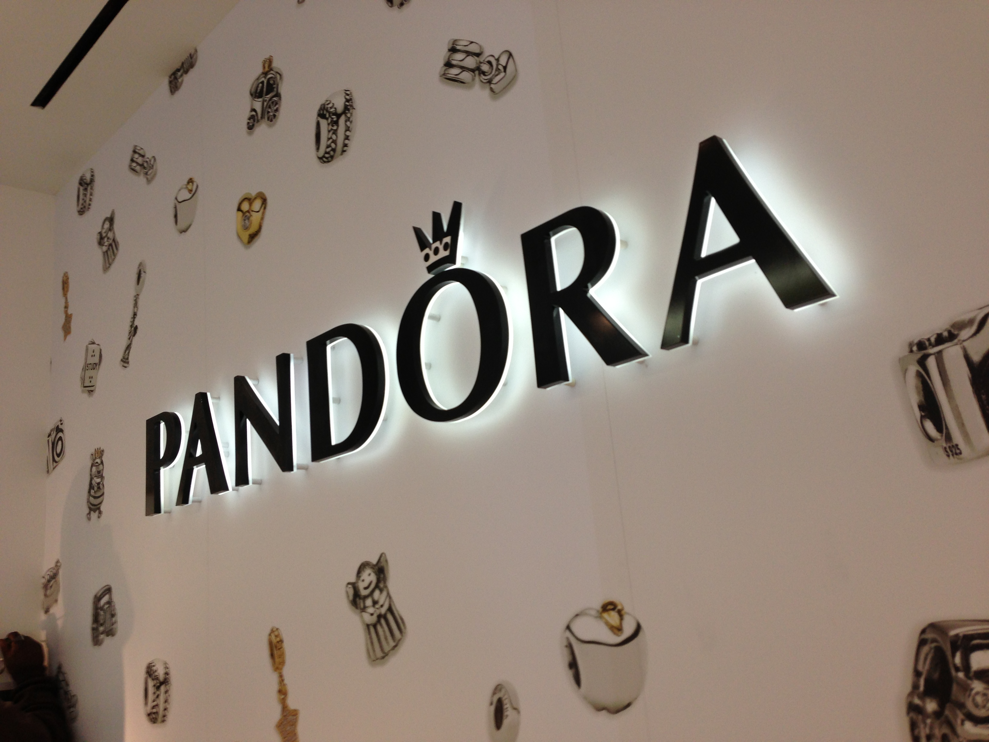 Pandora Opens New Concept Store In Soho Charms Addict