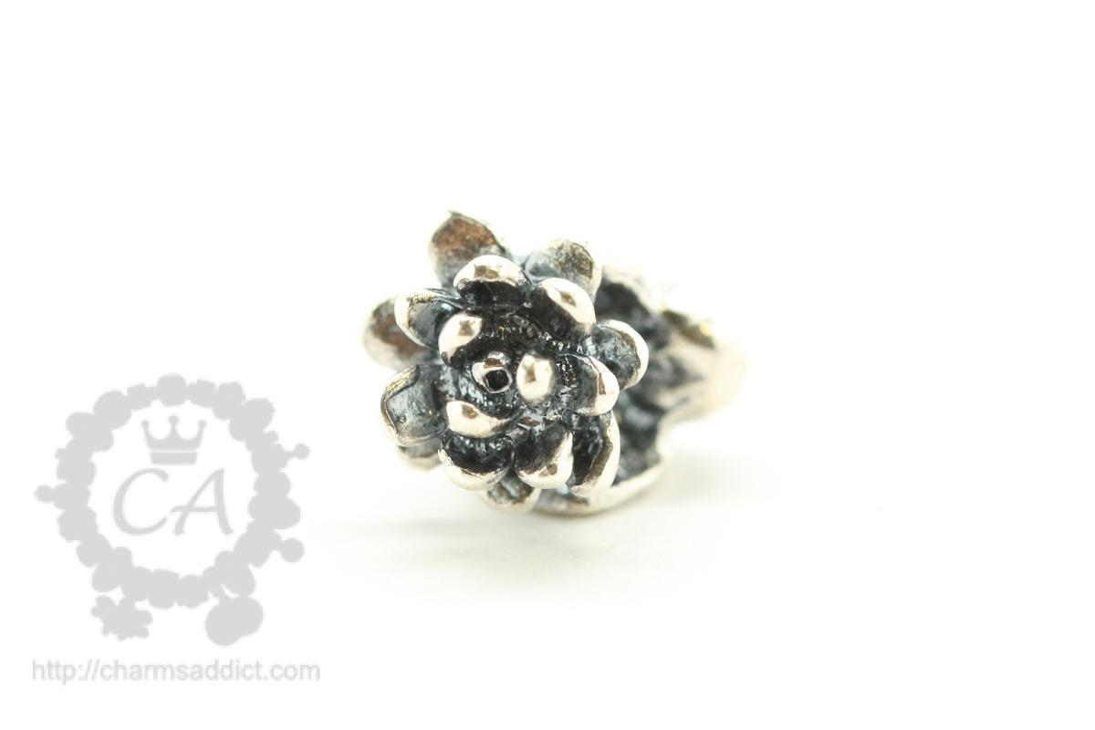 Trollbeads flowers of the month review part iii july to september trollbeads waterlilies of july1 izmirmasajfo Gallery