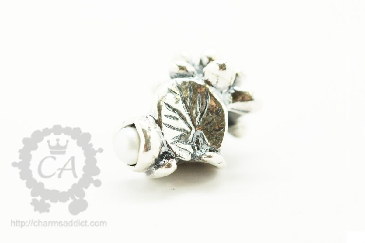 Trollbeads flowers of the month review part iii july to september trollbeads waterlilies of july3 izmirmasajfo Gallery